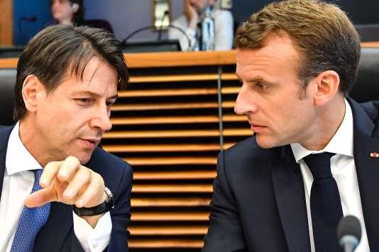 Le premier ministre italien, Giuseppe Conte, et le président français, Emmanuel Macron, à Bruxelles, le 24 juin.