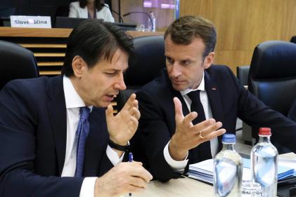 Emmanuel Macron avec le président du Conseil italien, Giuseppe Conte, le 24 juin à Bruxelles.