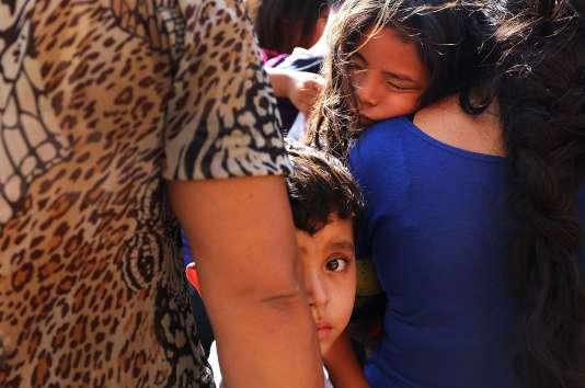 Plus de 2 000 enfants ont été retirés à leurs parents migrants à la frontière entre le Mexique et les Etats-Unis.