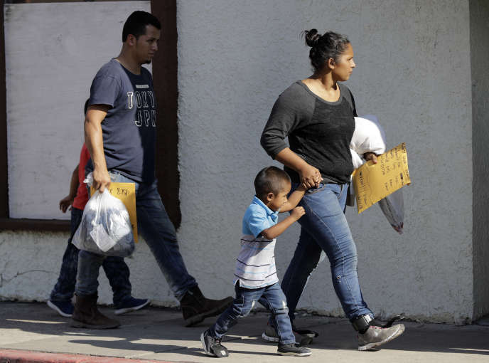 Une famille d'immigrants arrive à Rio Grande Valley, au Texas, le 23 juin.