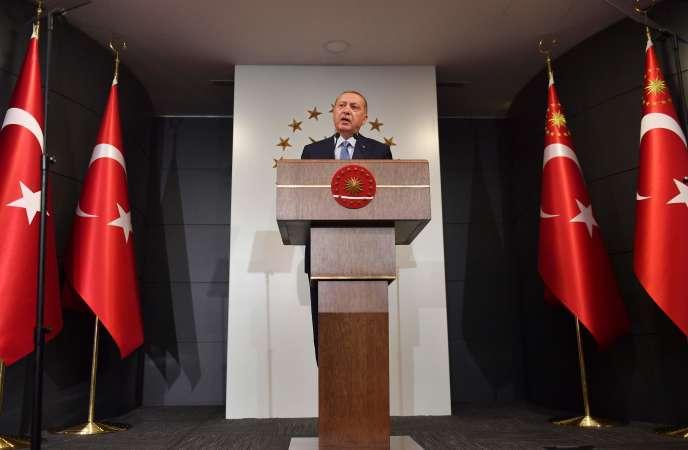 Recep Tayyip Erdogan annonçant sa victoire, dimache 24 juin, à Istanbul.