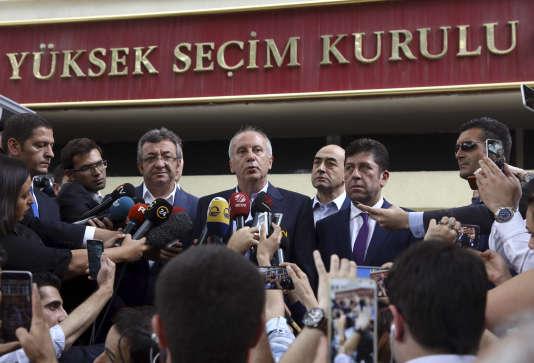 Le principal rival de M. Erdogan,Muharrem Ince, dimanche à Ankara.