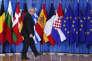 « Après plus de 60 ans d'existence, l'Union manque de partis politiques capables de promouvoir un véritable espace transnational de débat politique et de dialogue» (Jean-Claude Juncker, président de la Commission européenne, le 24 juin à Bruxelles).
