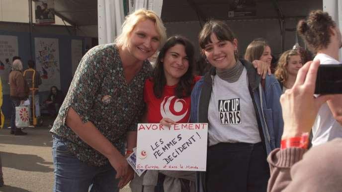 Certaines jeunes femmes comme Sarah (à gauche) sont devenues des militantes.