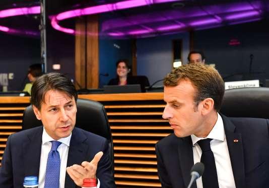 Le premier ministre italien, Giuseppe Conte, et Emmanuel Macron lors du sommet informel à Bruxelles, le 24 juin.