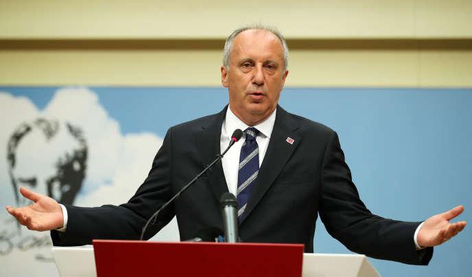 Muharrem Ince, arrivé second à l'élection présidentielle avec 30,7 % des voix, lors de sa conférence de presse à Ankara, le 25 juin.