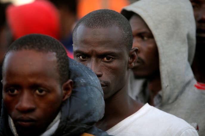 Migrants africains débarquant à Motril, en Espagne, le 25 juin 2018.
