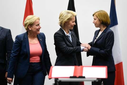 La ministre de la défense néerlandaise, Ank Bijleveld, ses homologues allemande, Ursula von der Leyen, et française, Florence Parly, le 25 juin à Luxembourg.
