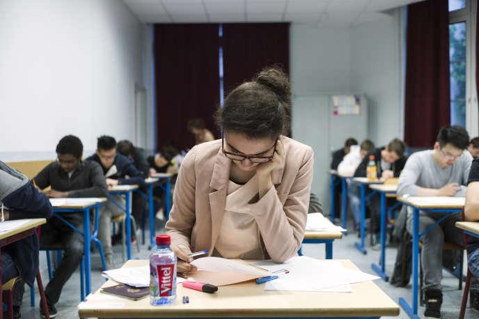 Lors du baccalauréat 2013, au lycée Arago, à Paris.