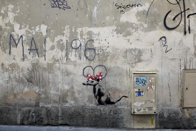 Un des pochoirs présumés de Banksy à Paris, le 25 juin 2018.