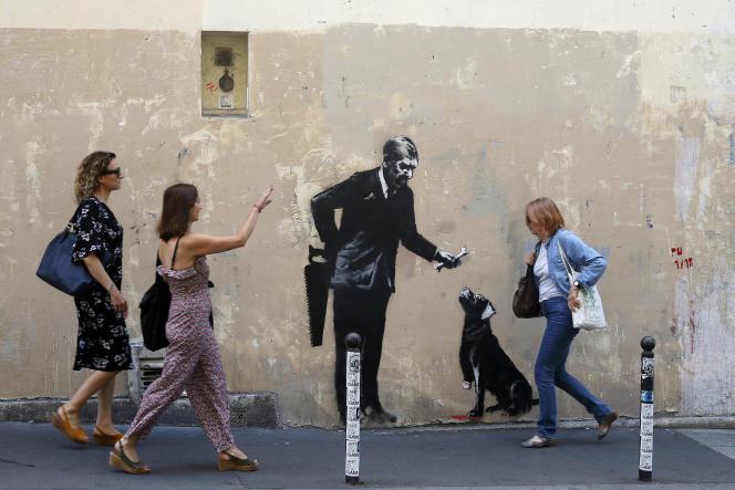 L'un des pochoirs attribués à Banksy à Paris, le 25 juin 2018.