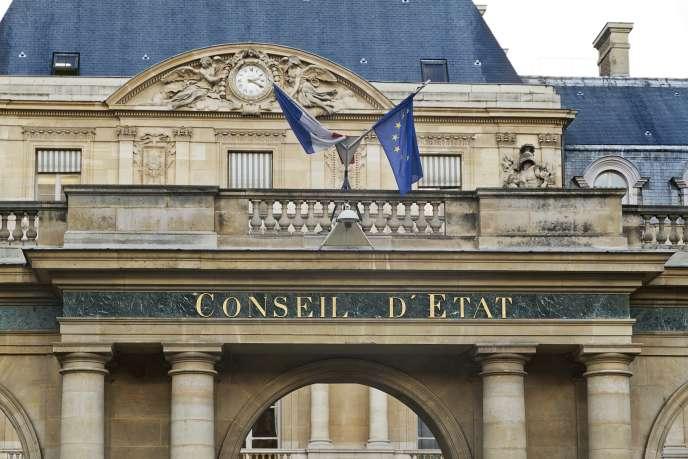 « Les milliers de femmes qui viennent accoucher en provenance des Comores: le Conseil d'Etat a tort dans son expression mais surtout dans son raisonnement» (France, Paris, Conseil d'Etat).
