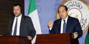 Le ministre de l'intérieur et vice-premier ministre italien, Matteo Salvini (à gauche), avec le premier ministre libyen, Ahmed Miitiq, lundi 25 juin, à Tripoli.