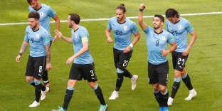 Soccer Football - World Cup - Group A - Uruguay vs Russia - Samara Arena, Samara, Russia - June 25, 2018   Uruguay's Luis Suarez celebrates scoring their first goal with team mates    REUTERS/David Gray
