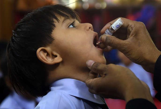 Lors d'une campagne de vaccination contre la poliomyélite au Pakistan, le 9 avril 2018.