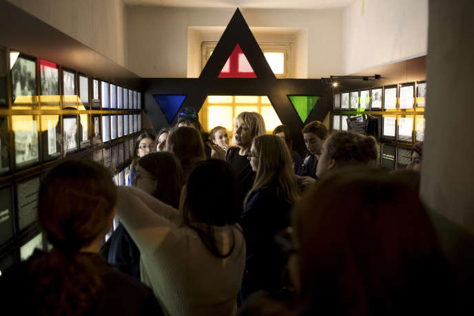 Le 25 mars, au Musée des occupations et des combats de la liberté, à Vilnius. Le lieu, appelé jusqu'alors Musée des victimes du génocide, ne consacre qu'une seule salle aux victimes juives.