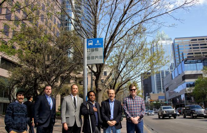 En partenariat avec l'application GPS BlindSquare, Connecthings a conçu un programme qui permet aux aveugles et malvoyants de recevoir, au fur et à mesure de leur parcours, de l'information ad hoc et en temps réel, pour qu'ils ne se perdent pas, évitent les obstacles, montent dans le bon bus… Ici à Austin où ce programme a été testé en avril-mai 2018.