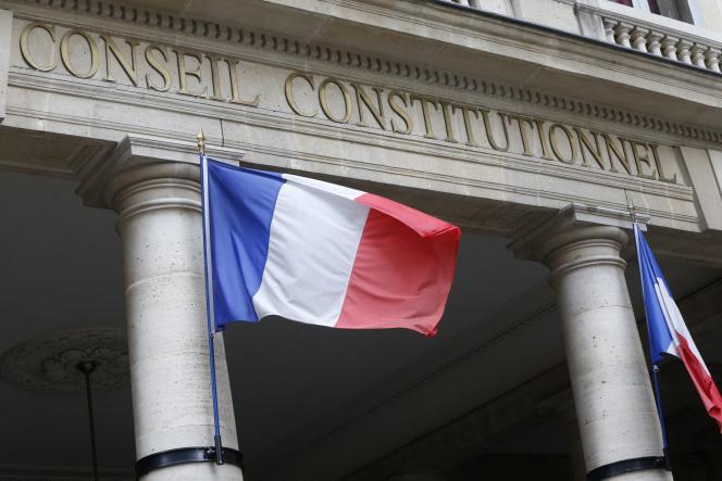 Saisi par les défenseurs des droits de l'homme, le Conseil doit se prononcer sur la constitutionnalité de cet article de loi qui fait débat.