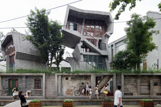 Le projet, réalisé par Amateur Architecture Studio, en 2009, dans la rue impériale Zhongshan, à Hangzhou.