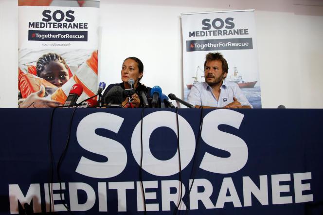 Sophie Beau et Frédéric Penard, de l'association SOS Méditerranée, lors d'une conférence de presse à Marseille, le 26 juin 2018.