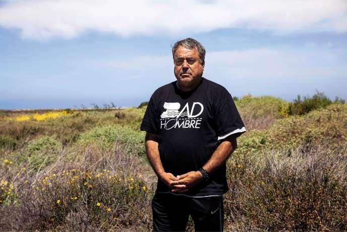 Enrique Morones, vêtu d'un tee-shirt « Bad Hombre », en référence à l'insulte proférée par Donald Trump pendant sa campagne électorale.
