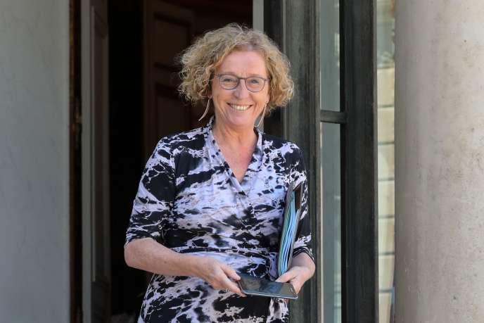 « Si un accord de performance collective prévoit une baisse des salaires dans l'entreprise, le refus de cette baisse par un salarié exigeant le respect de son contrat de travail peut désormais constituer une cause réelle et sérieuse de licenciement» (La ministre du travail Muriel Pénicaud le 27 juin à Paris).