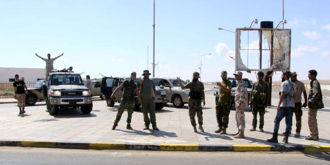 Des soldats de l'Armée nationale libyenne, du maréchal Haftar, le 21juin 2018, après la prise de contrôle du terminal pétrolier de Ras Lanouf.
