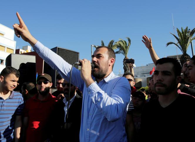 Nasser Zefzafi, figure emblématique du mouvement«hirak» («mouvance»), lors d'une manifestation àAl-Hoceima (Maroc), en mai 2017.
