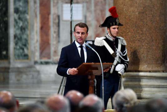 Le président français, Emmanuel Macron, dans la basilique Saint-Jean-de-Latran, le 26 juin 2018.