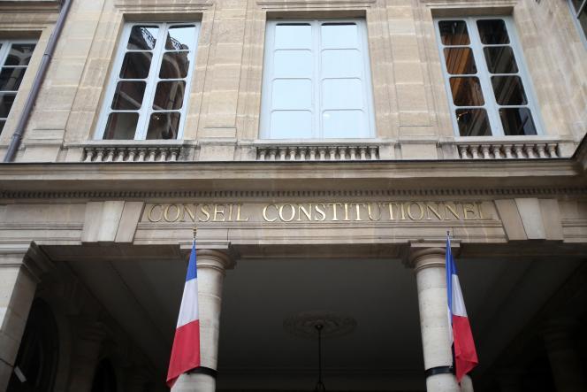 «La déontologie mérite désormais une reconnaissance constitutionnelle lui attribuant une identité propre à travers la définition d'un champ normatif et d'un interprète qualifié. » (Conseil constitutionnel à Paris)