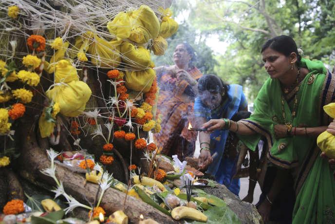 Une cérémonie hindouïste, le 27 juin à Bombay.