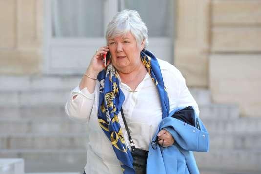 La ministre attachée au ministre de l'intérieur,Jacqueline Gourault, arrive à l'Elysée pour un dîner de travail avec Emmanuel Macron, le 27juin 2018.