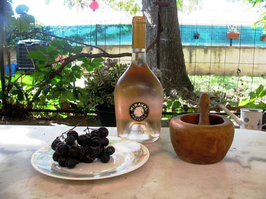 Le rosé de Miraval est vendu dans 80 pays, en priorité aux États-Unis (40 %) et sur le marché français (20 %).