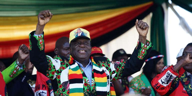 Le président zimbabwéen, Emmerson Mnangag, en meeting électoral à Bulawayo, dans le sud du pays, juste avant l'attentat, le 23 juin 2018.