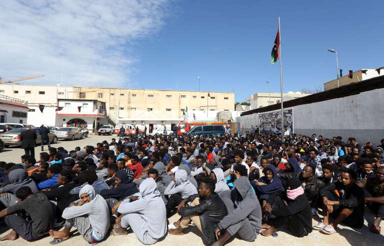 Un centre de migrants à Tripoli, le 22 février.