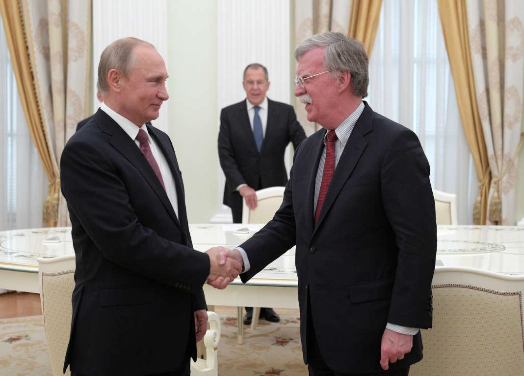 Le président russe, Vladimir Poutine, et le conseiller américain à la sécurité nationale, John Bolton, le 27 juin, à Moscou.