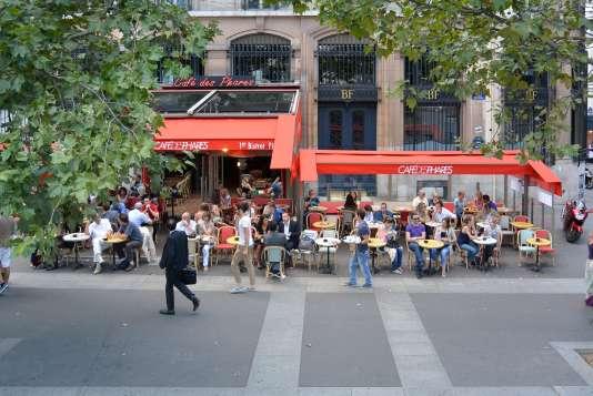 Les débats sont ouvertstous les dimanches matin, de 10 h 30 à 12 h 15, au Café des Phares, sur la place de la Bastille.