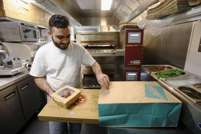 Une cuisine Delivroo Editions réservée aux pizzas, à Hove (Royaume-Uni), en avril 2017.