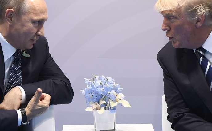 Vladimir Poutine et Donald Trump lors du G20 de Hambourg, en Allemagne, le 7 juillet 2017.
