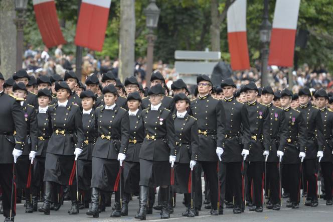 L'Ecole polytechnique sur les Champs-Elysées, à Paris, lors du défilé du 14-Juillet.