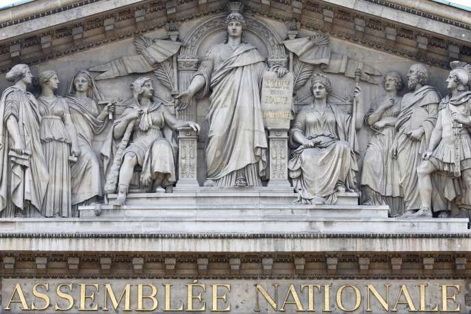 La commission des lois de l'Assemblée nationale a voté à l'unanimité la suppression du mot « race » de l'article 1 de la Constitution.
