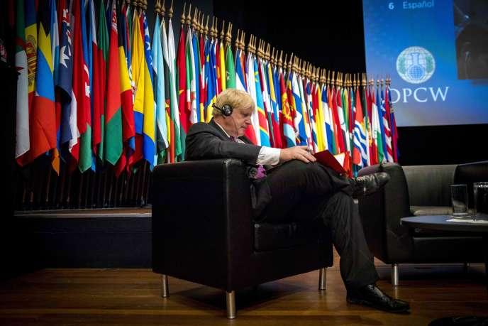 Le ministre britannique des affaires étrangères, Boris Johnson, lors de la réunion de l'OIAC, à La Haye (Pays-Bas), le 26 juin.