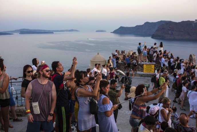 En2017, plus de 5,5millions de nuitées ont été enregistrées dans les hôtels de la petite île de Santorin.