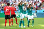 Mario Gomez et Mats Hummels, lors du match contre la Corée du Sud, à Kazan, mercredi 27 juin.