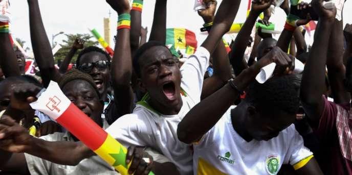 Des supporteurs sénégalais à la fan zone de Dakar, le 24juin 2018, lors du match du Mondial 2018 qui opposait le Sénégal au Japon.