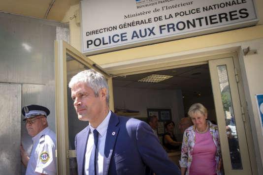 Laurent Wauquiez, président de LR, et Nadine Morano, visitent le poste frontière Saint-Louis à Menton, le 29 juin.