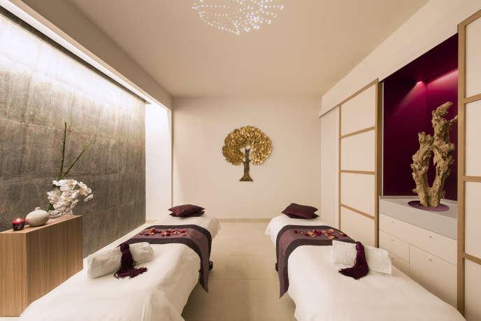 L'une des cabines de massage du spa Cinq Mondes, à Paris.