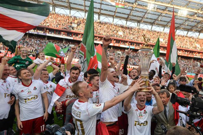 Les joueurs du Lokomotiv Moscou célèbrent leur troisième titre de champion, après un match contrele Zenit Saint-Pétersbourg, le 5 mai 2018.