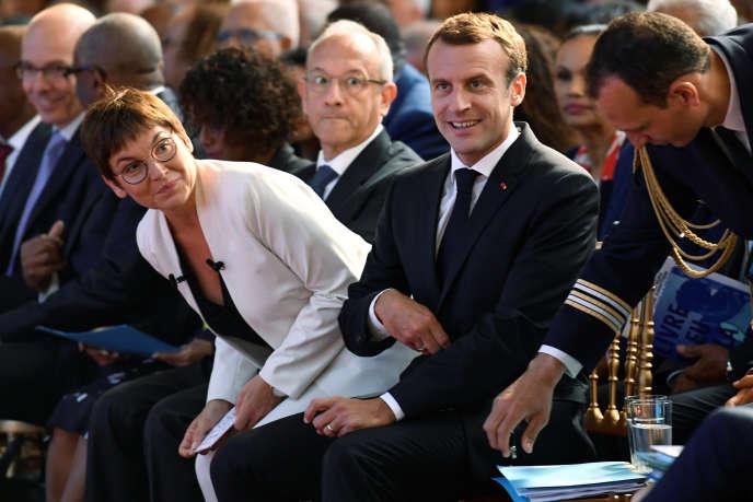 Le président Emmanuel Macron et la ministre des outre-mer, Annick Girardin, lors des assises des outre-mer, le 28 juin 2018 à Paris.