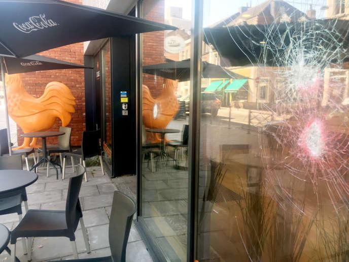 Devant les vitrines saccagées, les commerçantsinterrogés évoquent des actes «extrémistes » commis par une « minorité ».